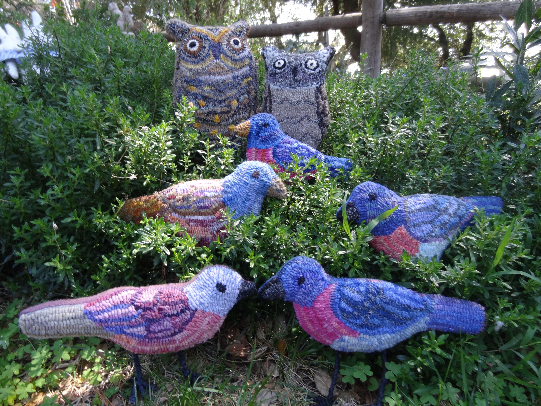 Rug hooked birds Hooked rugs primitive, Rug hooking