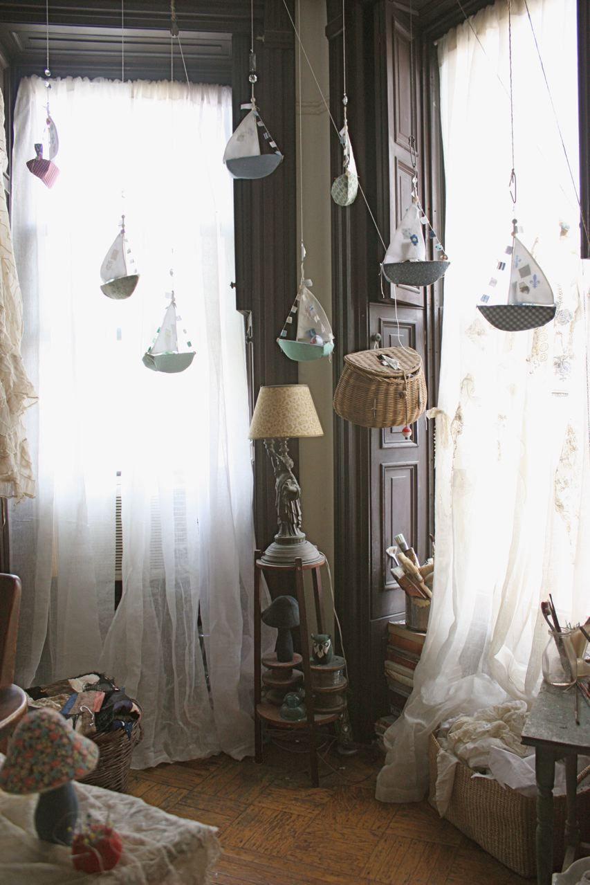 habitación mágica con barcos que vuelan