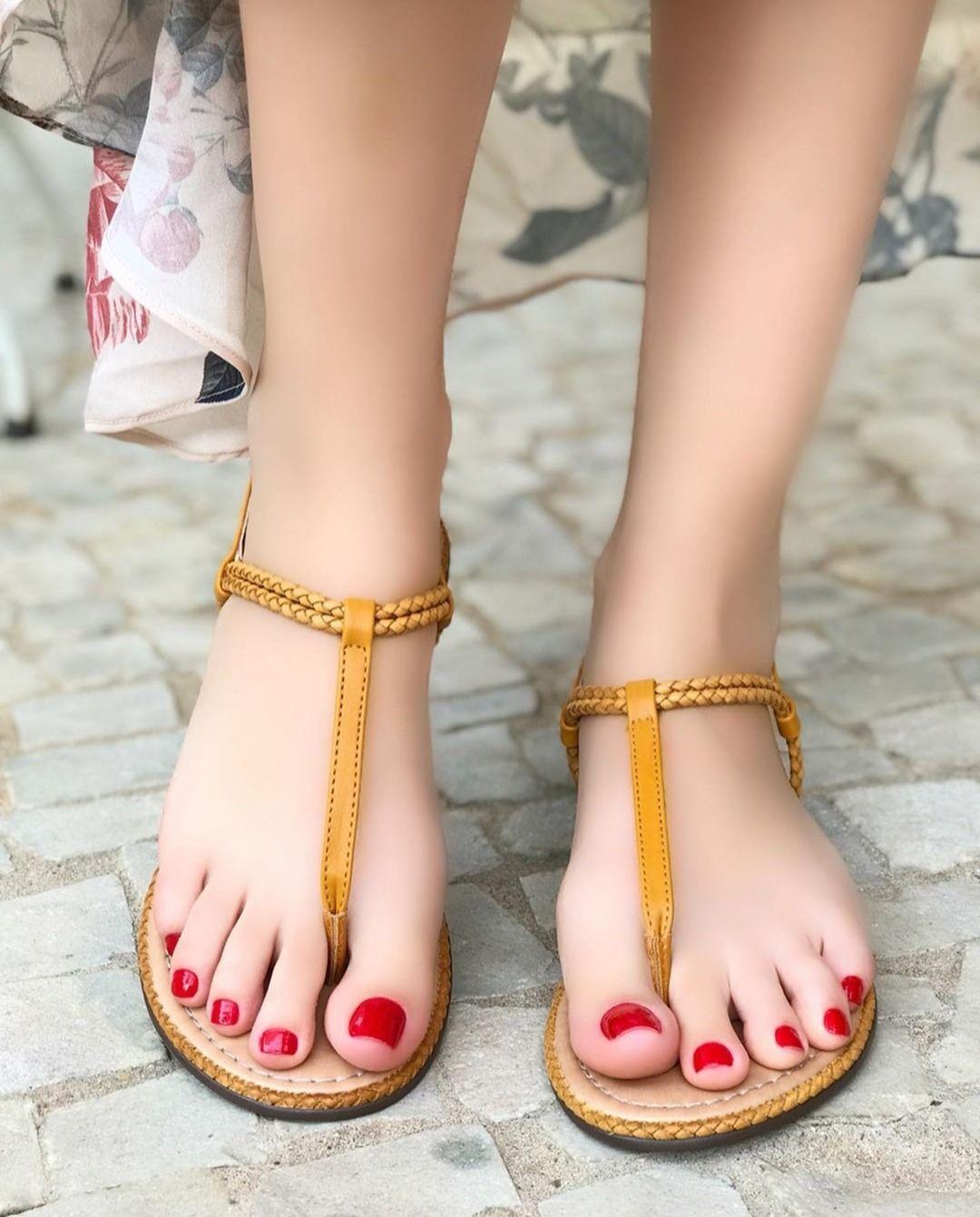 Teen Girls Licking Feet