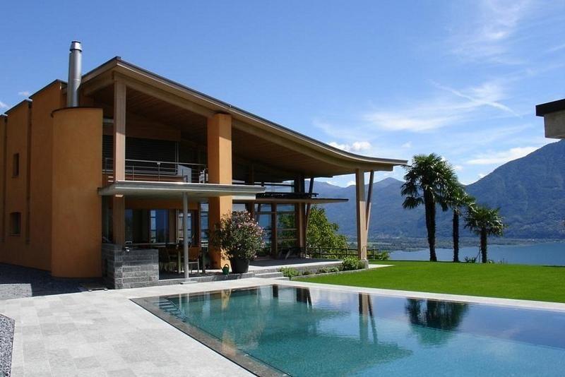 Captivating villa in great location with view onto Lake Maggiore Minusio