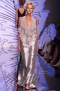 Valentino Garavani fall 2001 couture collection. See more: #ValentinoGaravaniAtFip, #FashionInPics