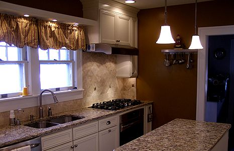Ivory Painted Cabinets With Santa Cecilia Granite Oak
