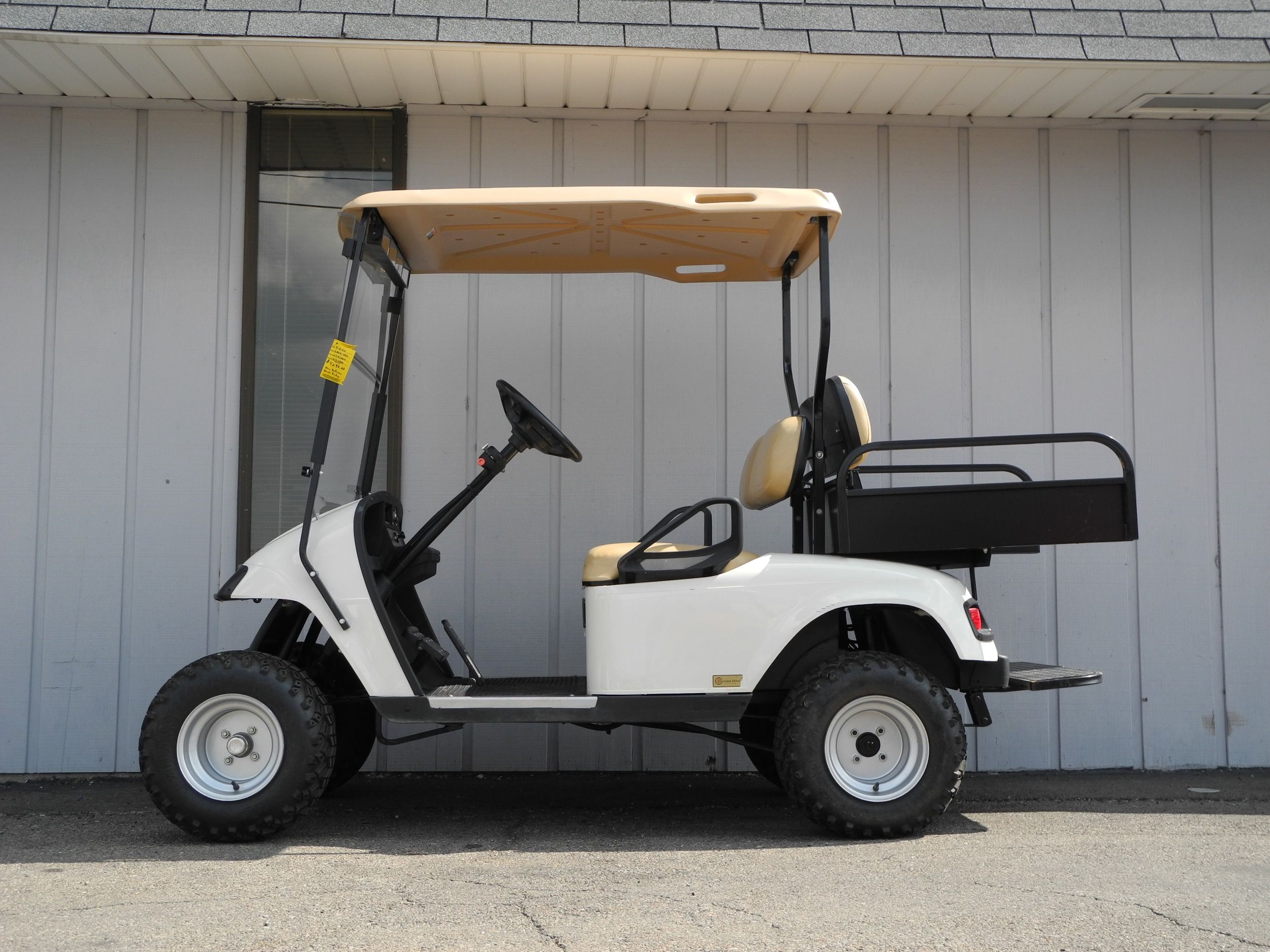 This 2008 E Z Go Pds Electric Golf Car Is Street Ready With Premium Lights Folding Windshield Rear View Mirror Standard Hard To Golf Car Used Golf Carts Car