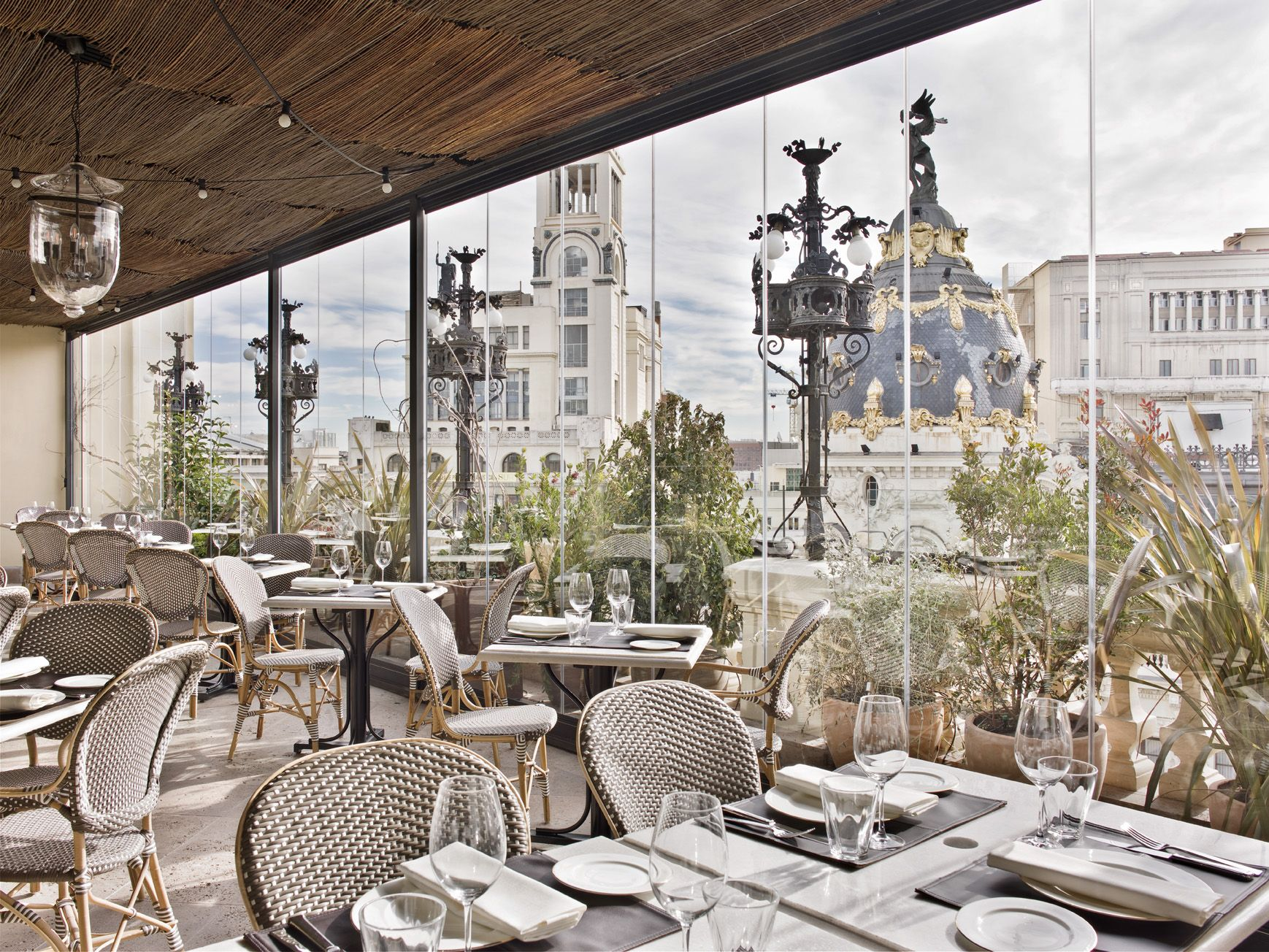 How To Make An Interesting Art Piece Using Tree Branches Ehow Madrid Hotels Madrid Restaurants Opulent Interiors