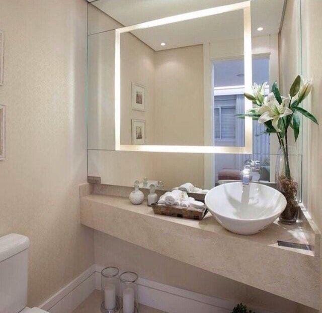 Espelho Iluminado E Bancada Na Diagonal Banheiros Modernos