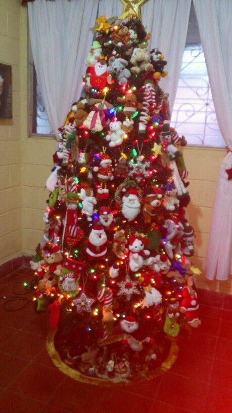 Mi Arbol De Navidad Adornado Con Peluches Y Munecos De Temporada Ideal Para Los Ninos Holiday Decor Christmas Holiday