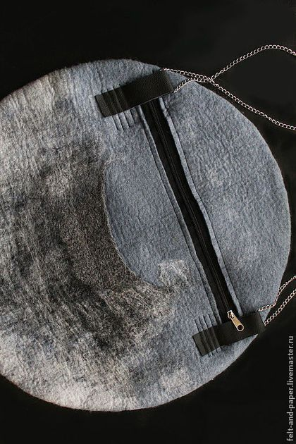 """Женские сумки ручной работы. Большая войлочная сумка  """"Great moon"""" - продана.. Felt&Paper. Ярмарка Мастеров. Сумка на цепочке, минимализм"""