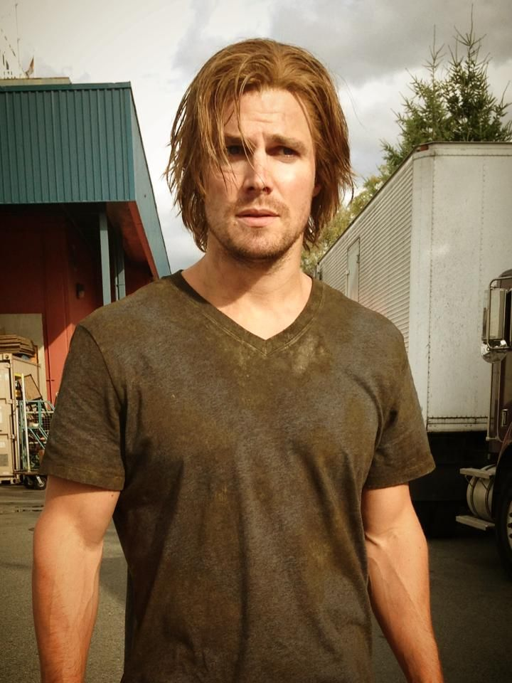 Stephen Amell Aw Haha He S So Cute With Long Hair Xd Stephen Amell Long Hair Styles Stephen Amell Arrow