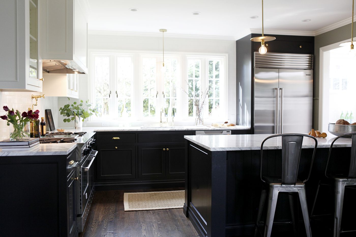 Best A Small But Efficient Kitchen In Black And White Love 400 x 300