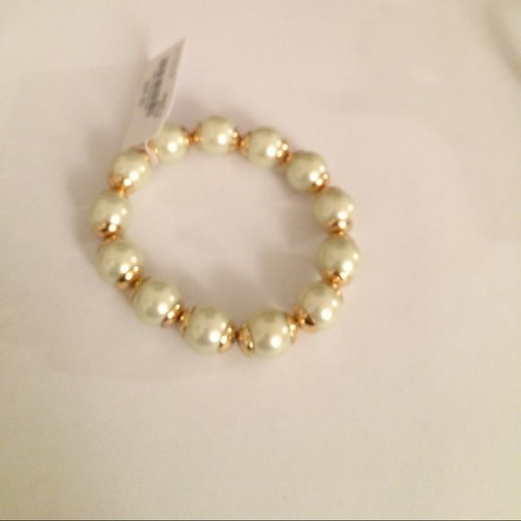Beautiful stretch Pearlized bracelet J.crew beautiful Pearlized stretch bracelet J. Crew Jewelry Bracelets