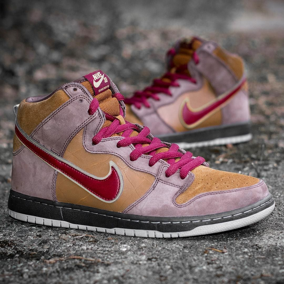 best sneakers 53431 a6a31 Nike SB Dunk High Premium