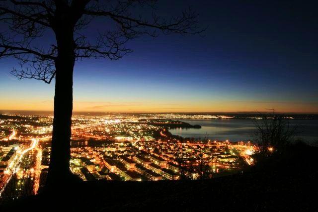 Blick über #Jönköping in #Schweden bei Nacht - View of #Jonkoping, #Sweden at night