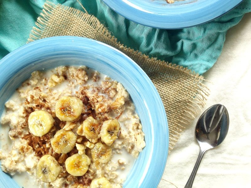 This sweet, hearty fried banana oatmeal is made with ripe pan-fried banana slices, crunchy walnuts, cinnamon and sweet maple syrup.