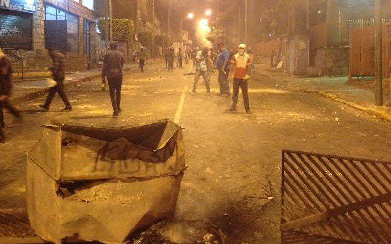 Reportan protestas en el sector El Barbecho de Los Teques - http://wp.me/p7GFvM-H1S