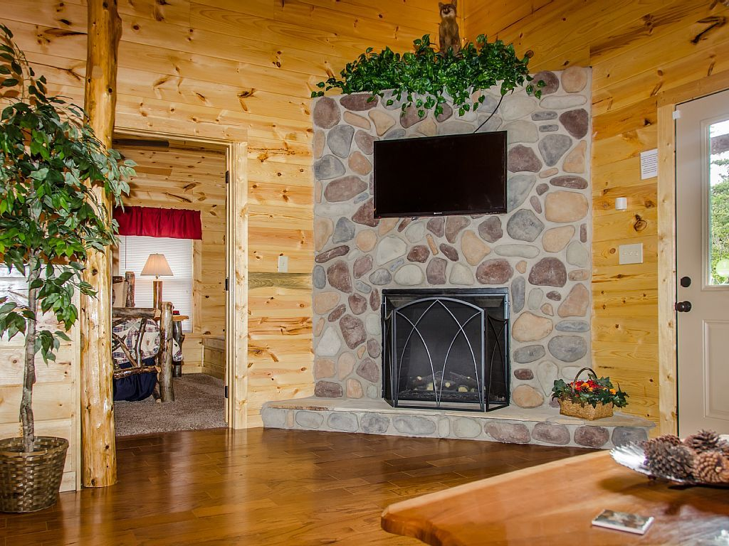 Vrbo Com 750851 New Construction Sleeps 8 Theater Room Game Room Pool Table Hot Tub Vacation Rental Vacation Cabin Rentals