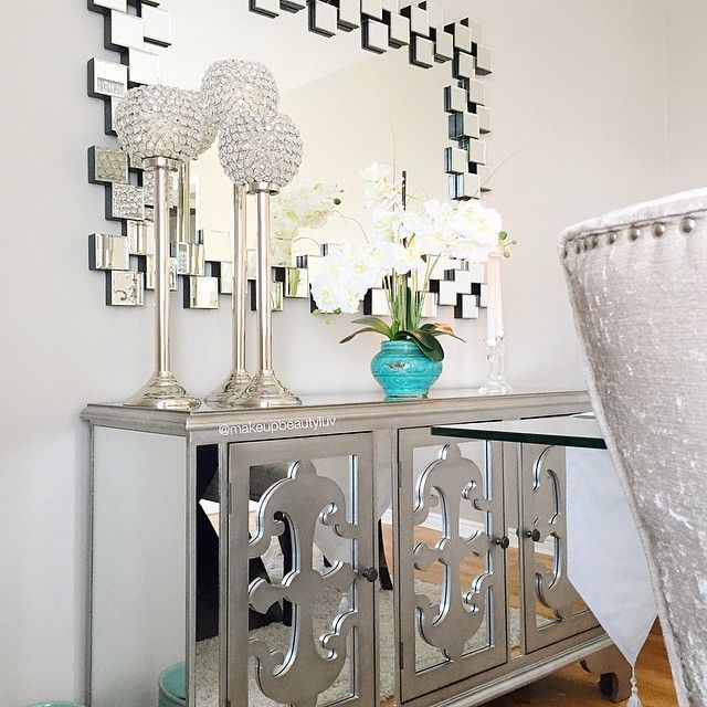 love the wall mirror and furniture piece mirror decor at its best - Mirror Decor
