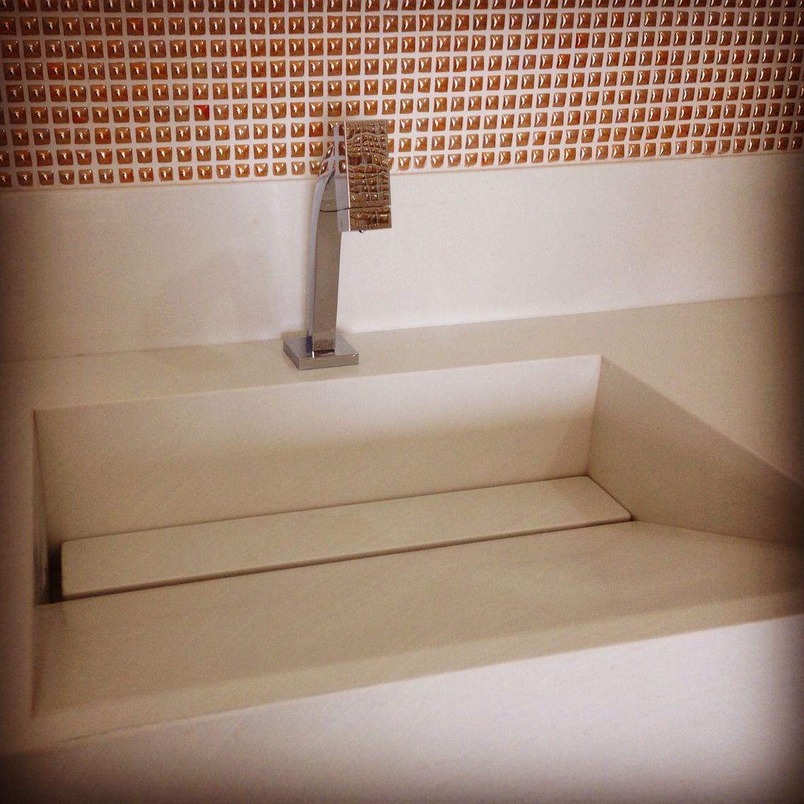 Banheiro Master com Pastilha Gioielli Citrino da Portobello e Bancada com Cub -> Cuba Banheiro Esculpida