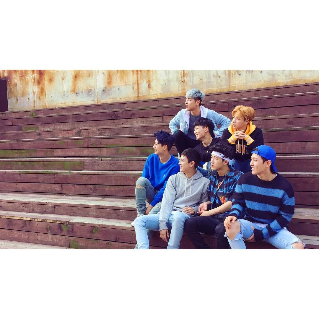 Hello iKONIC! #whatsup #해피뉴이어 . 아이코닉이들 안녕하세요! This is #TEAMiKON #팀아이콘 !! . 2017년 새해를 맞이하여  #드디어 #finally official iKON instagram을 공개합니다! . 그 시작을 기념하여 전설속에 남아있는 데뷔준비시절의 #iKON 코니들의 단체 사진 한장을 남겨요. #데뷔전부터함께해온 #팀아이콘의폰털기 #2015년사진이남아있어서다행 #HAPPYNEWYEAR #HELLO2017 #GOODBYE2016 #from코니 #to코닉 #아이코닉은사랑입니다 #LIT