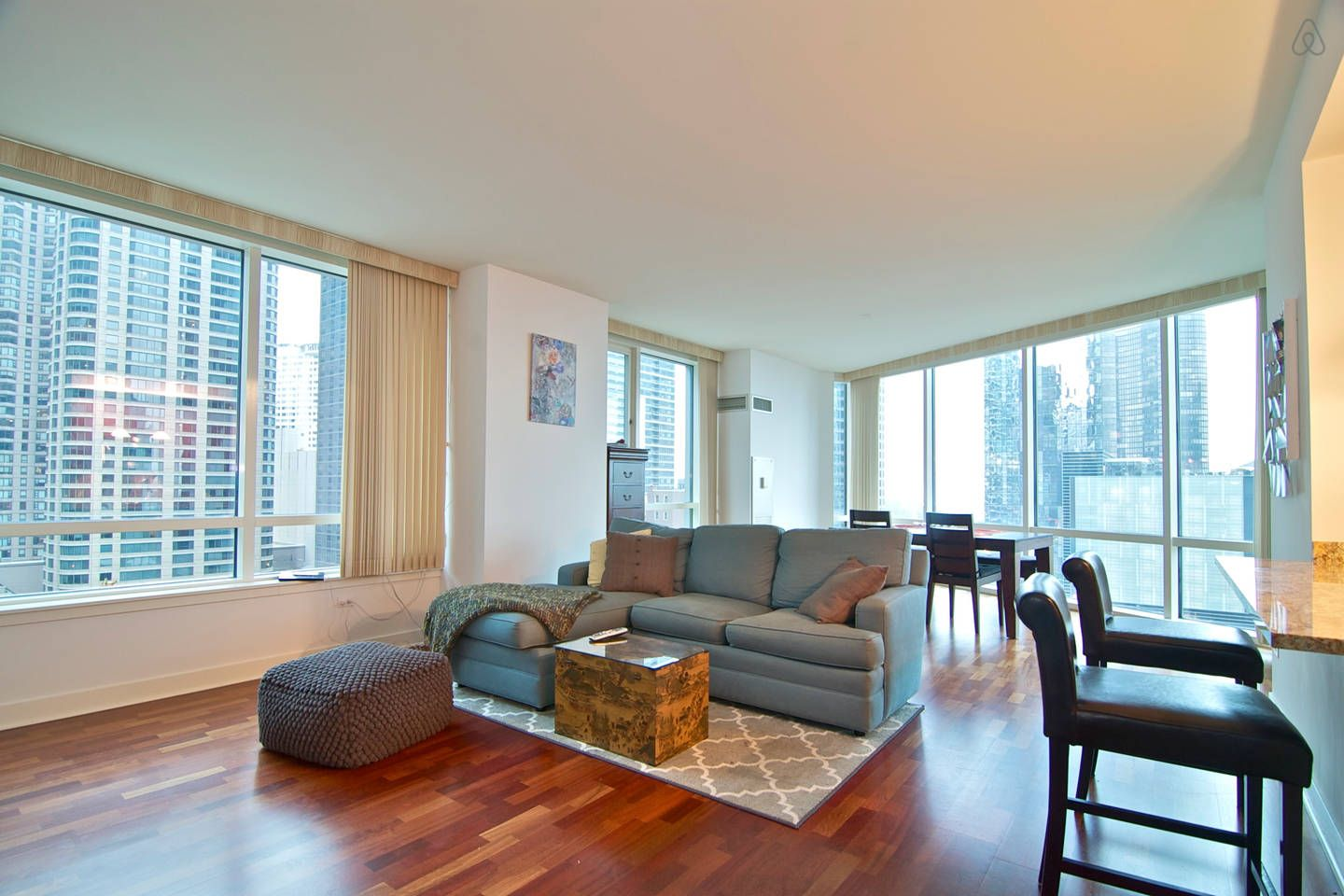 Lake View Navy Pier 2 Bed 2 Bath In Chicago Vacation Home Home Chicago Vacation