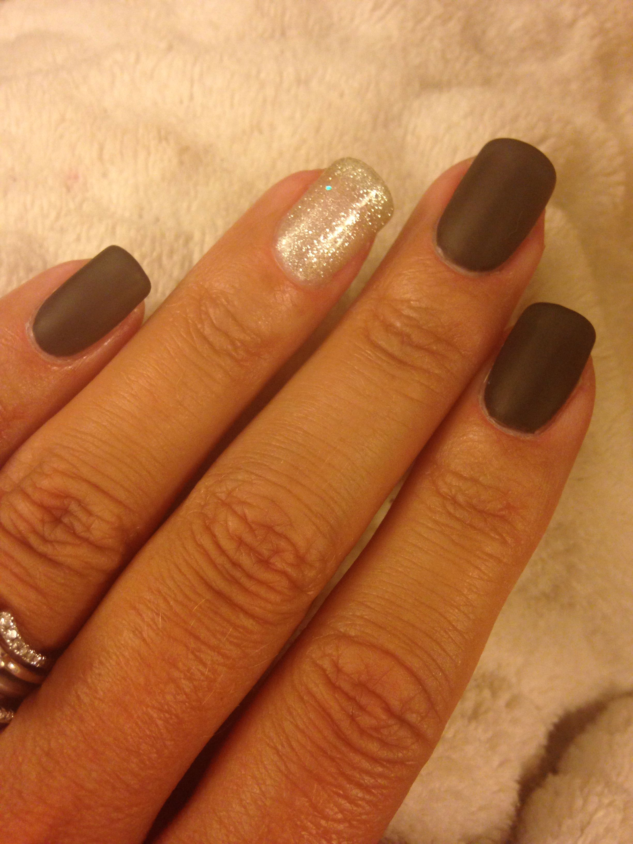 KISS Nails! Gelish DIY matte black w silver accent nail | Nail ideas ...
