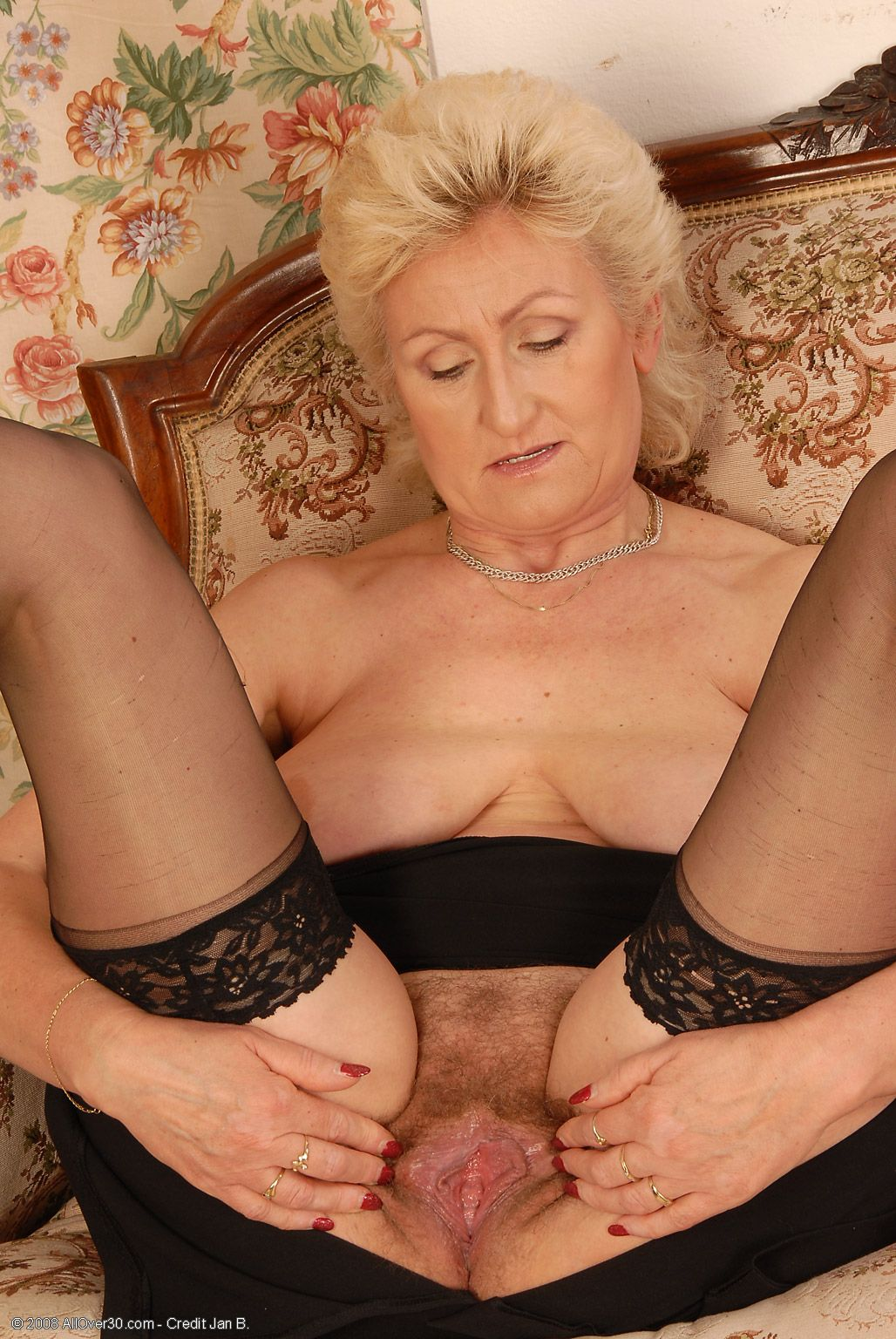 Very hairy mature porn