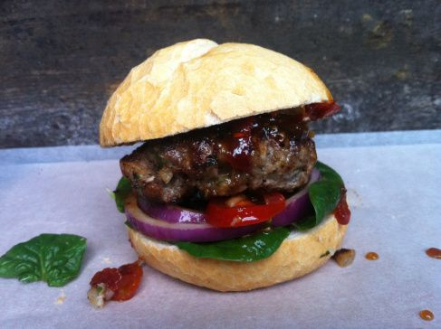 spicy lamb burgers with sweet tomato chutney http://meerasodha.com/2012/10/28/spicy-lamb-burgers-with-sweet-tomato-chutney/