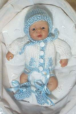 "BLUE/WHITE KNIT SET 4 a 7.5 - 8"" OOAK POLYMER CLAY ART BABY DOLL CLOTHES #759"