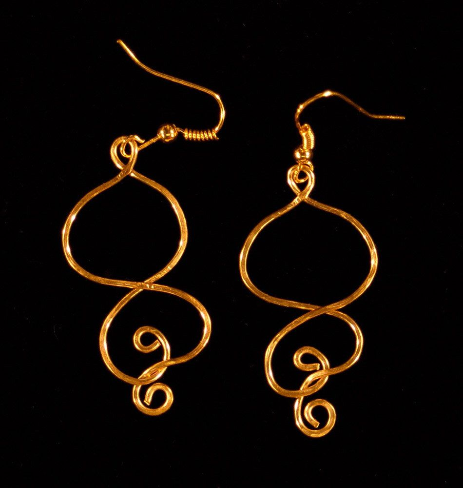 work with image wire and pair of a earrings enamel set diamonds