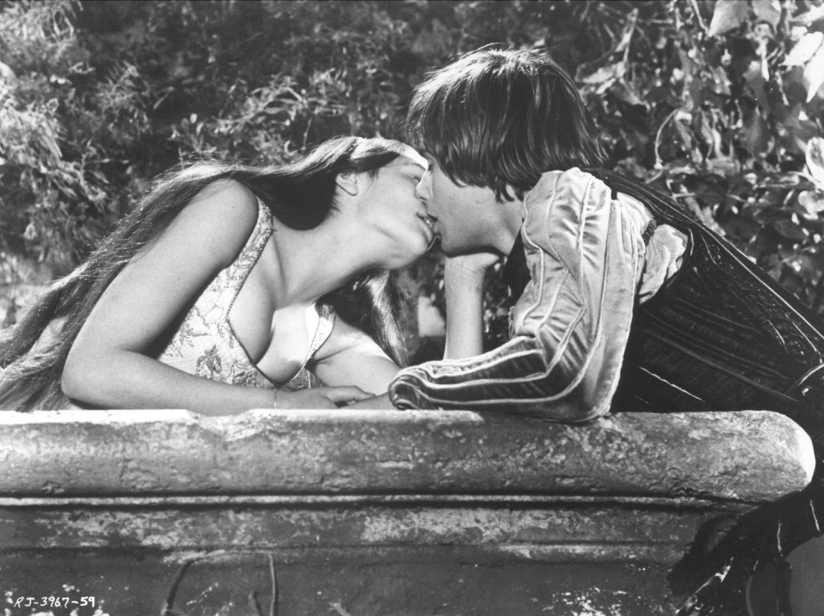 film versions of romeo and juliet essay The many versions of romeo and juliet,  unit 2 adaptations and transformations 39  baz luhrmann's 1996 film romeo + juliet is a spectacularly modern adaptation.