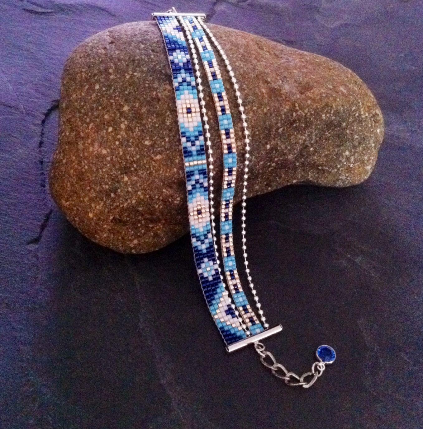 Bracelet Manchette Multi rangs Motif Aztèque Bleu, turquoise, blanc et or ! : Bracelet par thedreamfactory