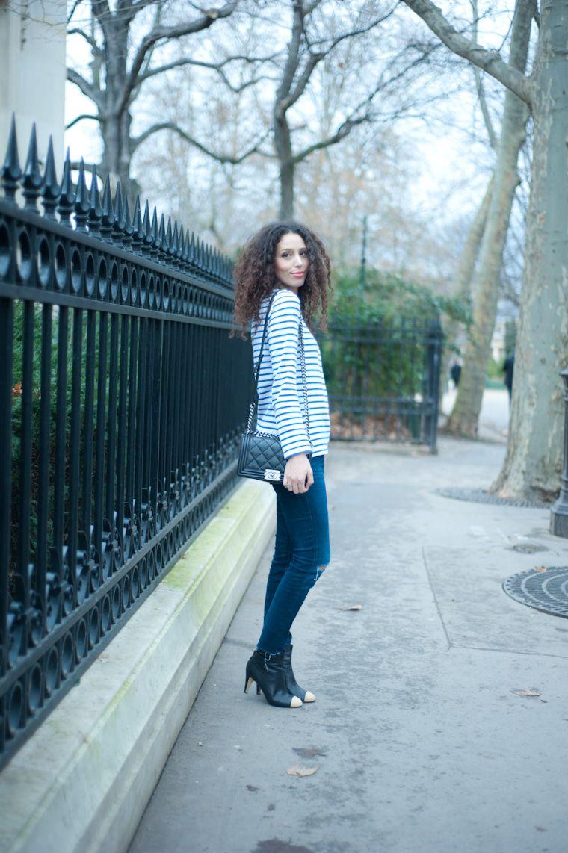 striped shirt, skinny jeans, black cross body bag, black cap toe booties