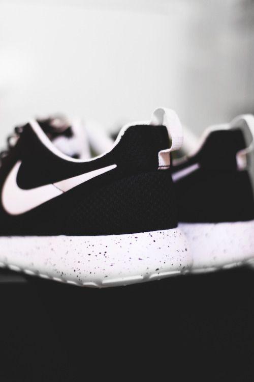 dédouanement bas prix Nike Roshe Courir Milieux Tumblr Blancs le moins cher vente vraiment shD3j7M