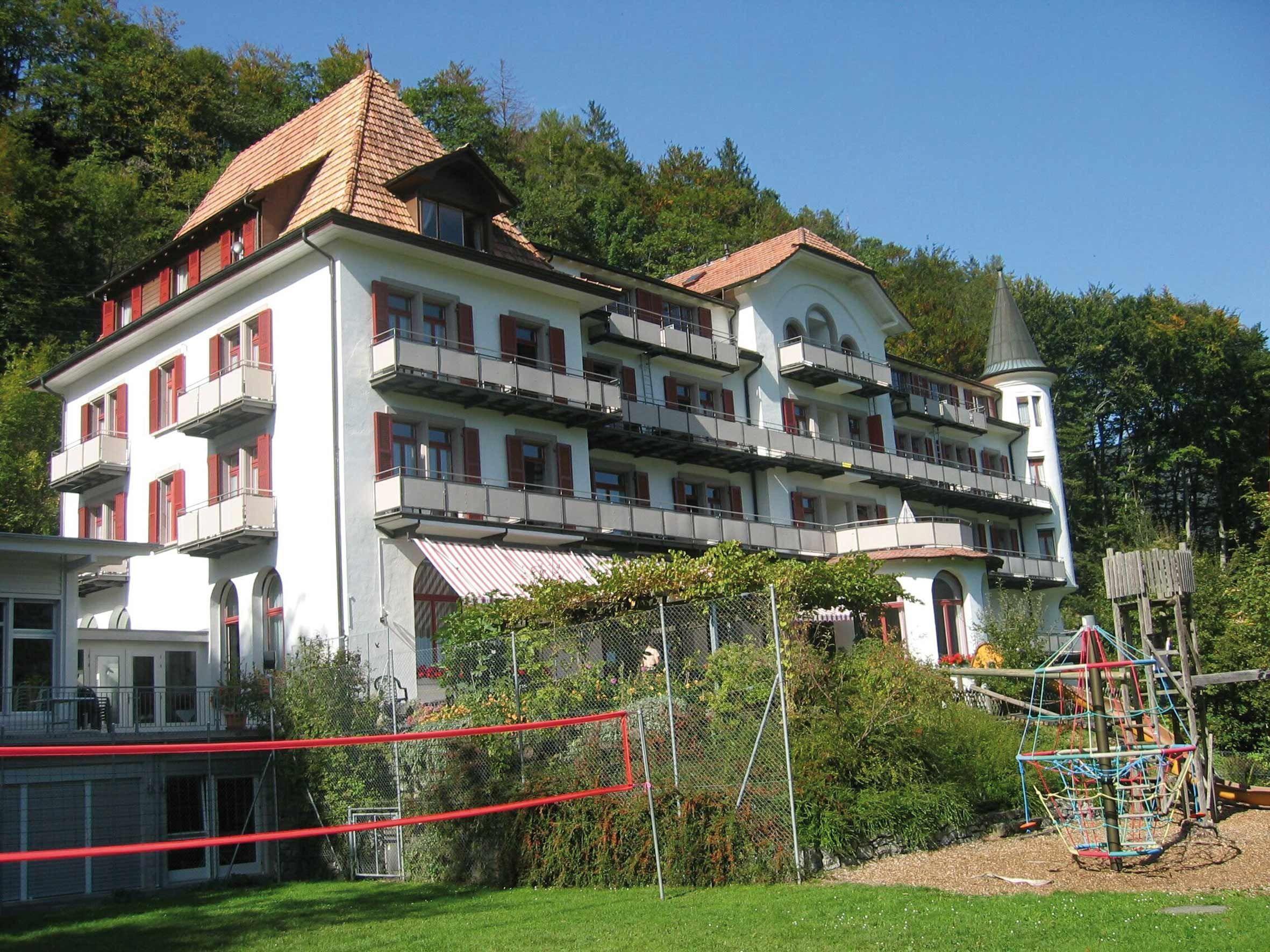 Credo Schloss Unspunnen, Garten, Wilderswil bei Interlaken, Berner Oberland, Suisse, Schweiz, Switzerland. www.vch.ch/credo/