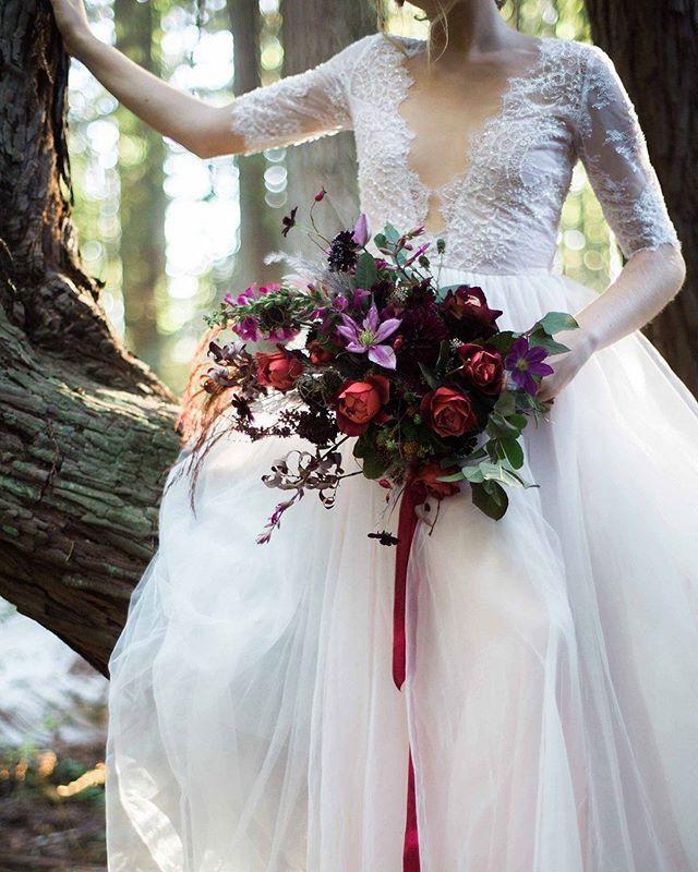 Come away with me...   Bridal bouquet @jkndesigns   photo @kannephoto   hair+ makeup @aprilfosterartistry for @carriealdous   model @nickyovitt . . . #jaclynknesbittdesigns #redwoods #forestnymph #bridalinspiration #fairytalewedding #bridalbouquet #northerncalifornia #northerncaliforniawedding #redwoodwedding #dsfloral #slowflowers