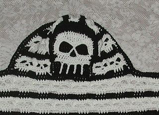 Ward off the chill off with this creepy peek a boo skull scoodie. Instructions include an option to line. Scarf measures 60 inches long by 7 Inches wide Hood S 18 inches around by 10 inches long Hood M/L 24 inches around by 10 inches Long Takes 1 364 yard Skein of each color. I (5.50) hook For more information, see: https://www.facebook.com/spidermambo
