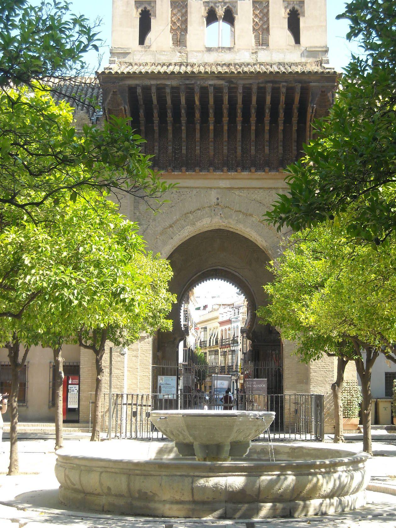 Fuente Del Patio De Los Naranjos En La Catedral De Sevilla Ciudad De Sevilla Sevilla Sevilla España