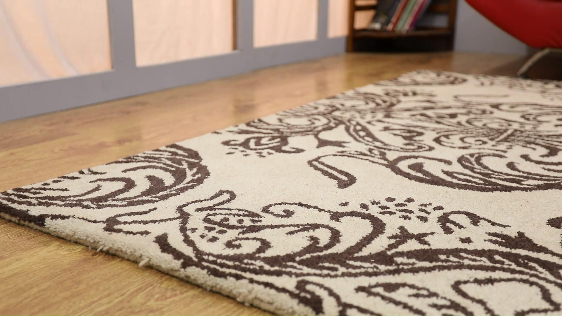 Do you aspire to embellish your home with the most beautiful decorative piece? Try this resplendent woolen area rug on the flooring of your home and be ready to win oodles of compliments from the visitors. Its simple floral pattern, handmade weaving technique, soft woolen stuff, smooth texture, fine finishing, and high durability will mesmerize you. #arearug #AreaRugs #arearugcleaning #arearugsusa