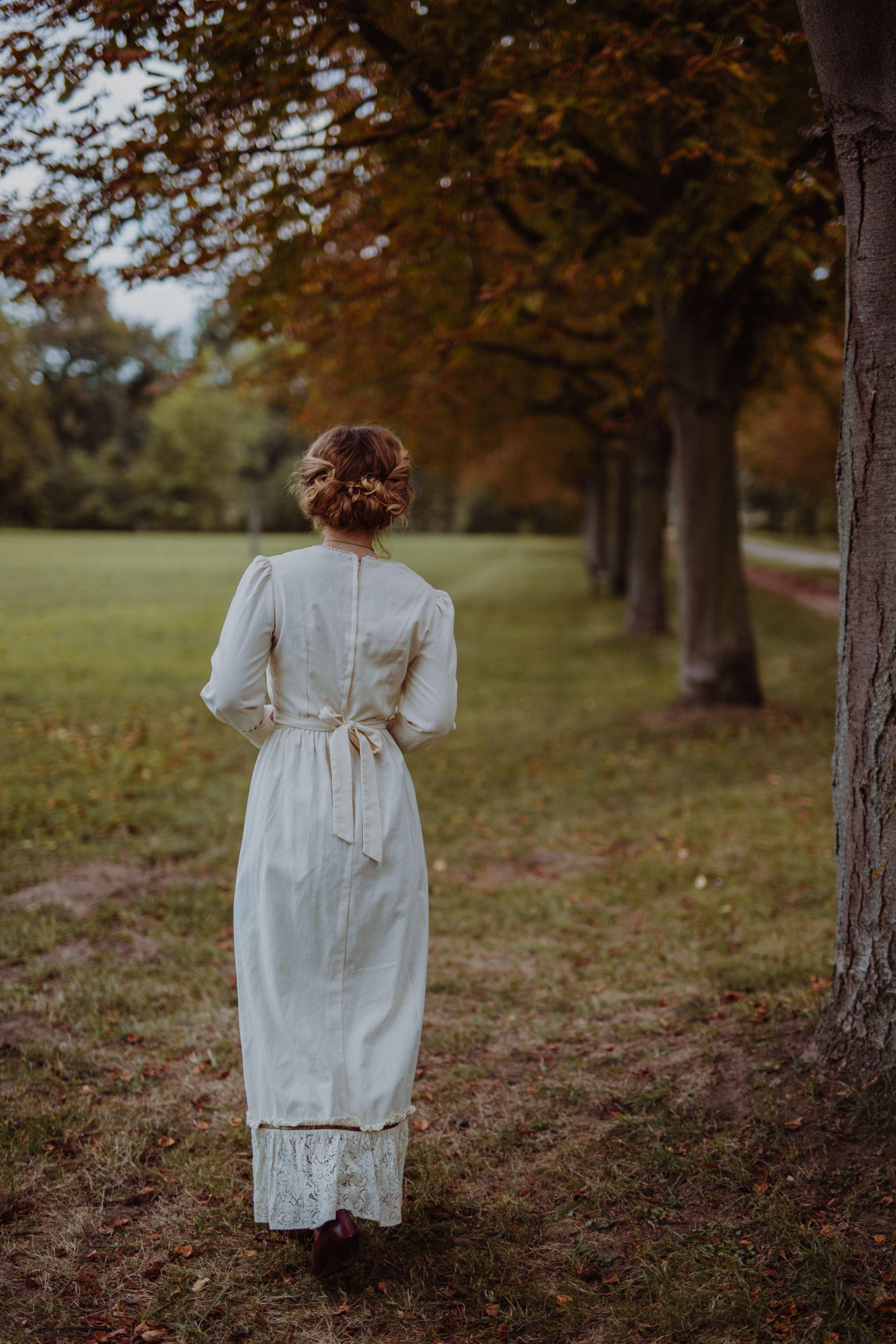 620b617bdd98 A Jane Austen inspired photography taken by Sophia Molek. I felt a bit like  Elizabeth