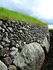 Kerbstones along the side of Newgrange (chad_k) Tags: ireland grass rock stone stones tomb prehistoric neolithic newgrange passagetomb countymeath kerbstones brunaboinne boynevalley kerbstone brnabinne comeath