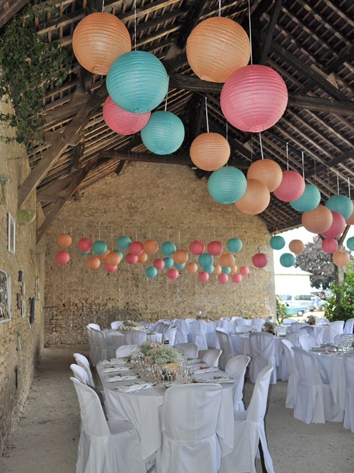 D coration d 39 une grange pour une r ception de mariage avec for Decoration pour reception