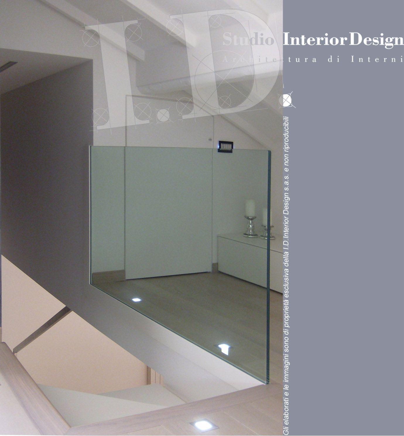 Scala moderna con parapetto in vetro, villa nel milanese www ...