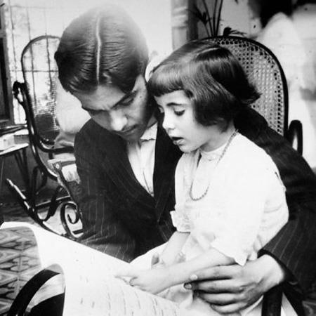 """Federico Garcìa Lorca insegna a leggere musica a sua sorella Isabel, 1914 """" «La poesia serve per nutrire quel granello di pazzia che tutti portiamo dentro, e senza il quale è imprudente vivere». https://www.facebook.com/photo.php?fbid=476771499033346=a.206749672702198.52264.149433035100529=1 #books #library"""