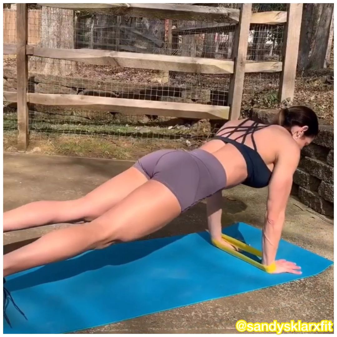 Abs workout at home with resistance bands