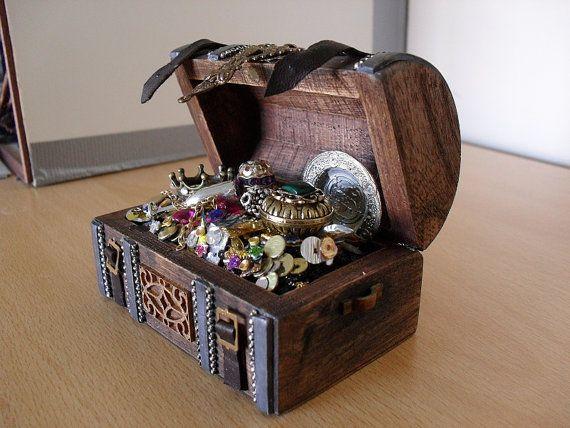 Mini Pirate Treasure-Chest