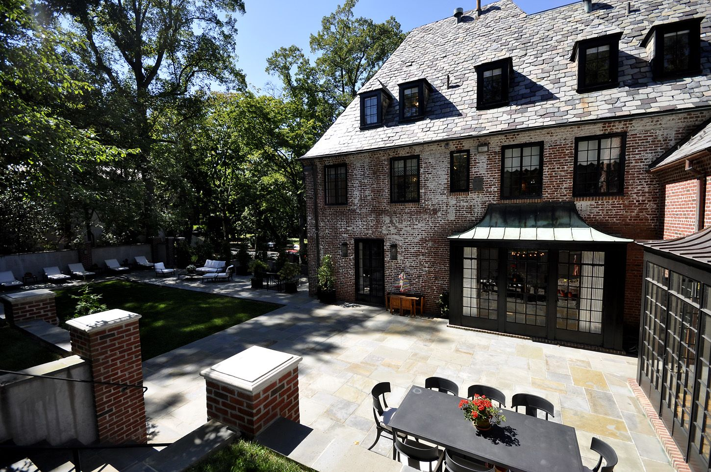 Inside The Obamas Post White House Home In Kalorama Obama House Mansions House