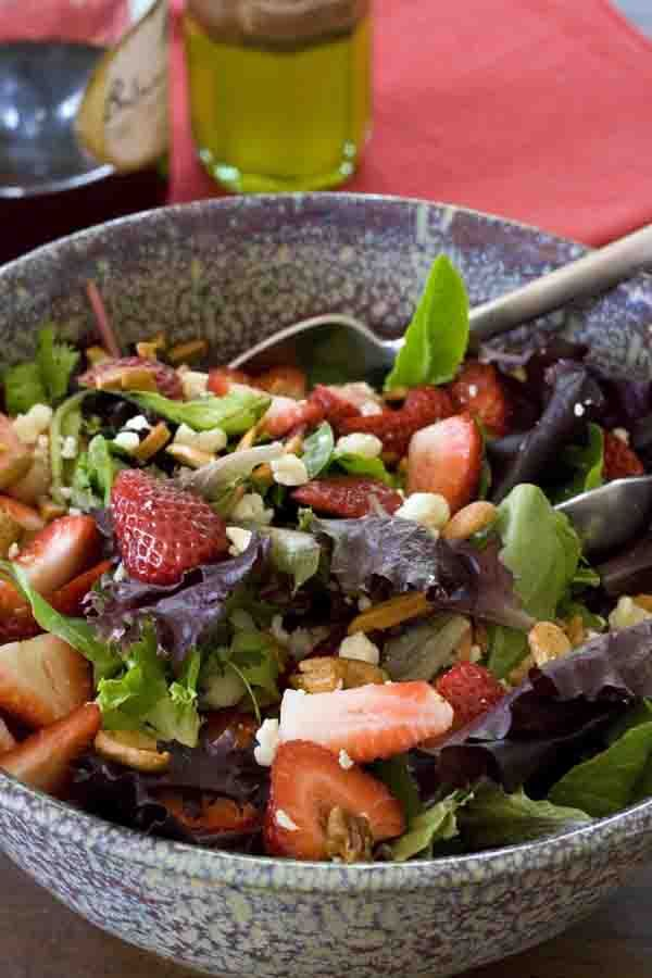 Strawberry Gorgonzola Salad | All recipes with Trader Joes products for easy, quick, healthy meal ideas