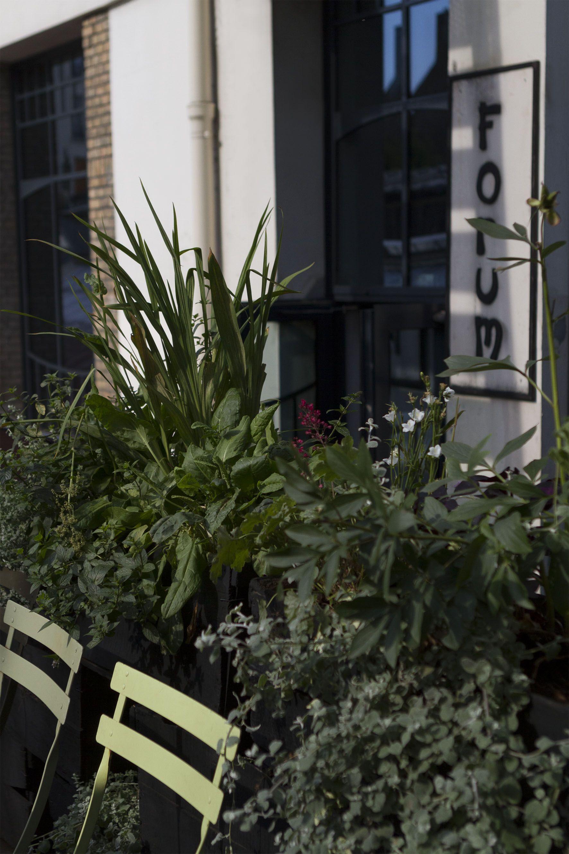Aménagement d\'une terrasse pour la Bellevilloise par l\'atelier 154 ...
