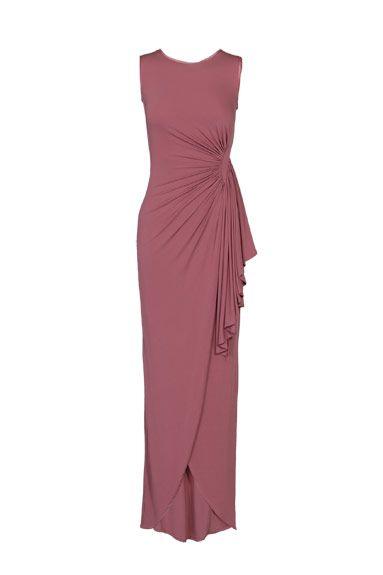 Un vestido largo es imprescindible en todo armario de mujer y este