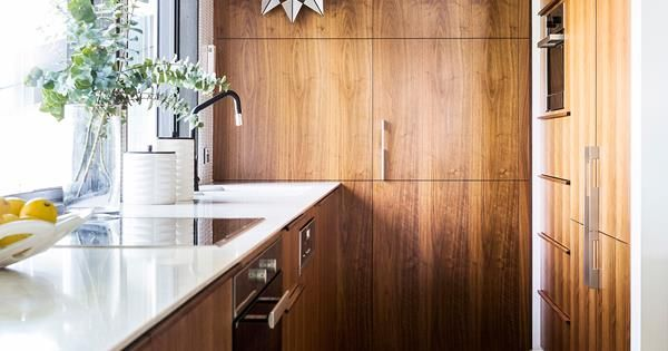 A 1960s home on Queenslandu0027s Gold Coast is revamped by local - küche weiß holz