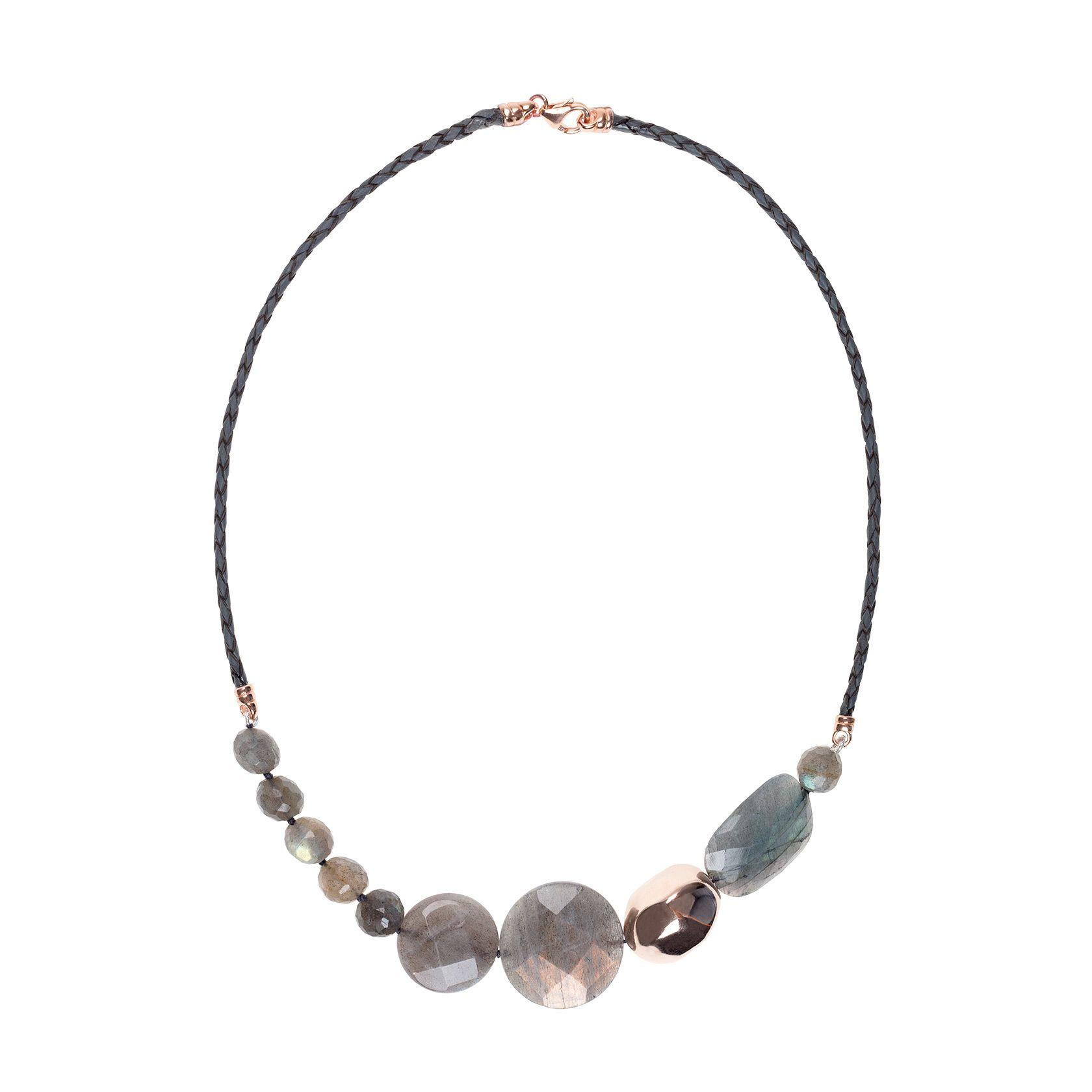 2e685b828ada Collar Lunaria de cuero natural trenzado y labradorita. Las entrepiezas y  el cierre son de